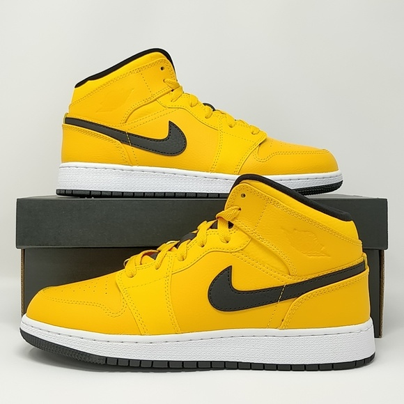 lower price with 79042 6d54c Nike Air Jordan Retro I 1 Mid University Gold
